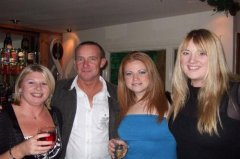 Tracey, Rob, Faye and Katie_1229433708.jpg