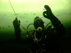 diver under the ice_1300885899.jpg